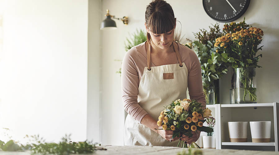 florst creating bouquest of flowers