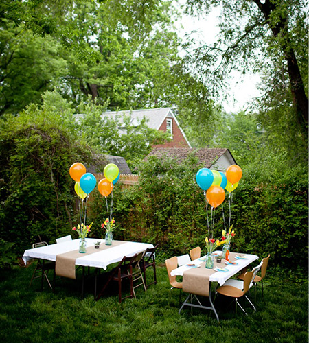 baby shower with coloured balloons
