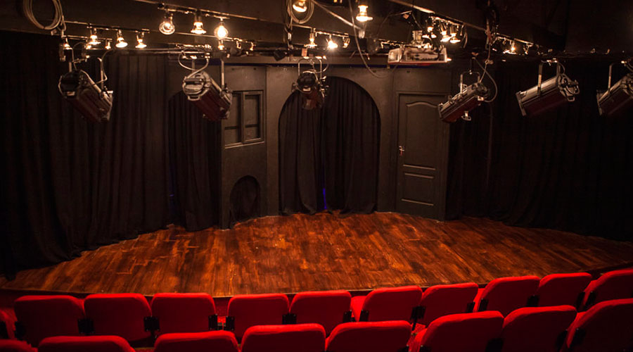 courtyard playhouse theatre stage