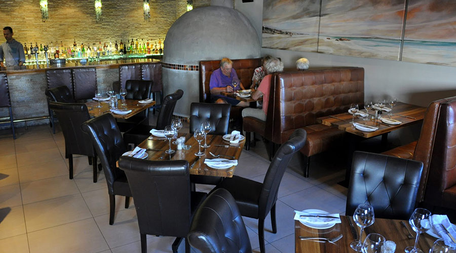 henris restaurant and wine bar
